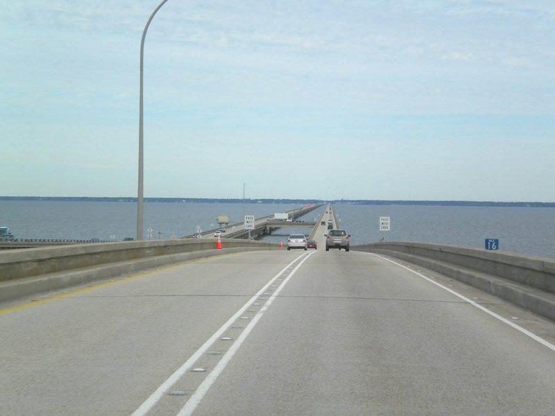 Через озеро Понтчартрейн в штате Луизиана, США, проходит самый длинный мост-дамба в мире.
