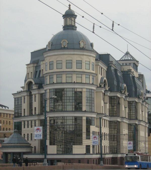 С перестройкой модерн получил второе дыхание и в Москве и других городах России стали появляться здания построенные в этом стиле.