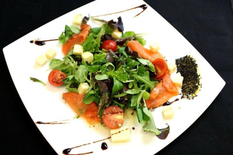 Фото салатов с семгой