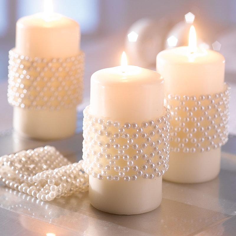 свечи украшены бусинками