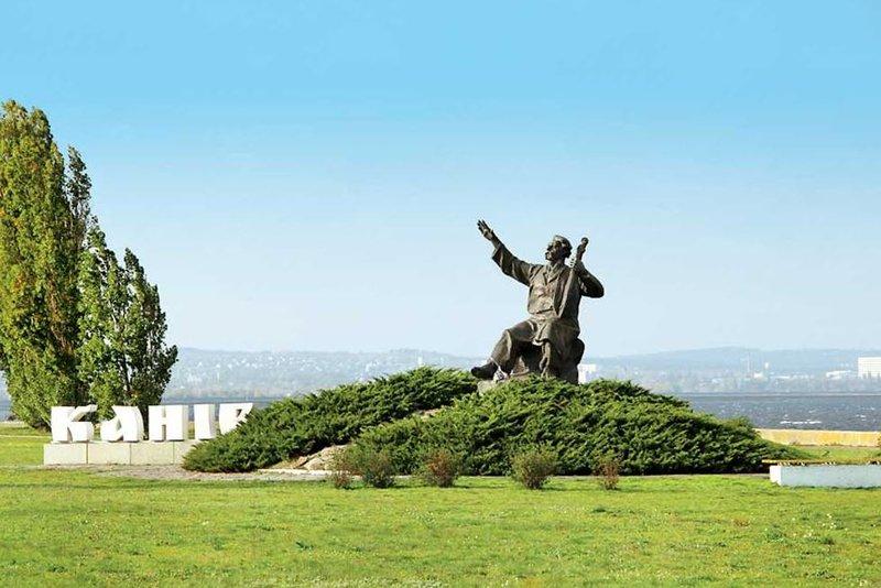 Памятник Кобзарю в Каневе,