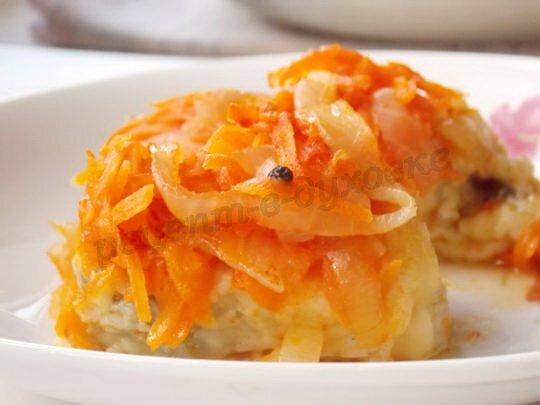 Хек с аппетитной морковно-луково-томатной подливой