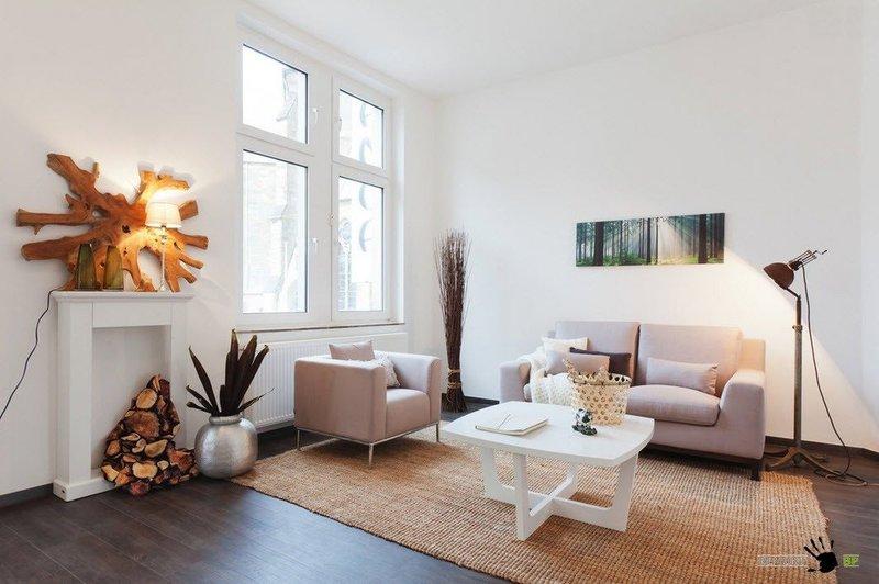 Но большинство дизайнеров и домовладельцев, все же, предпочитают, чтобы напольное покрытие было темнее стен и потолка гостиной. Такая комбинаторика позволяет помещению казаться еще больше, чем оно есть на самом деле.
