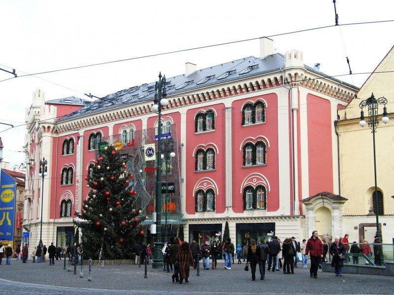 Если выбор пал на Чехию, когда подбирали тур на Рождество, то обязательно задержитесь в Праге.