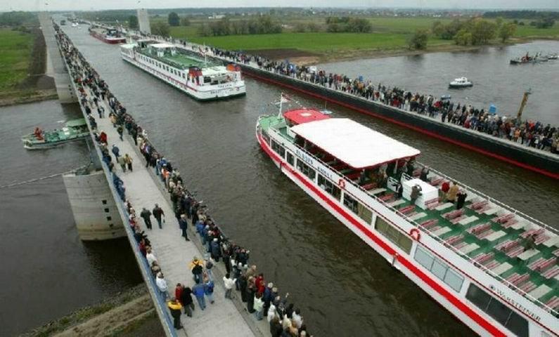 Магдебурский мост акведук (водный мост) – этот мост находится в Германии в городе Магдебург.