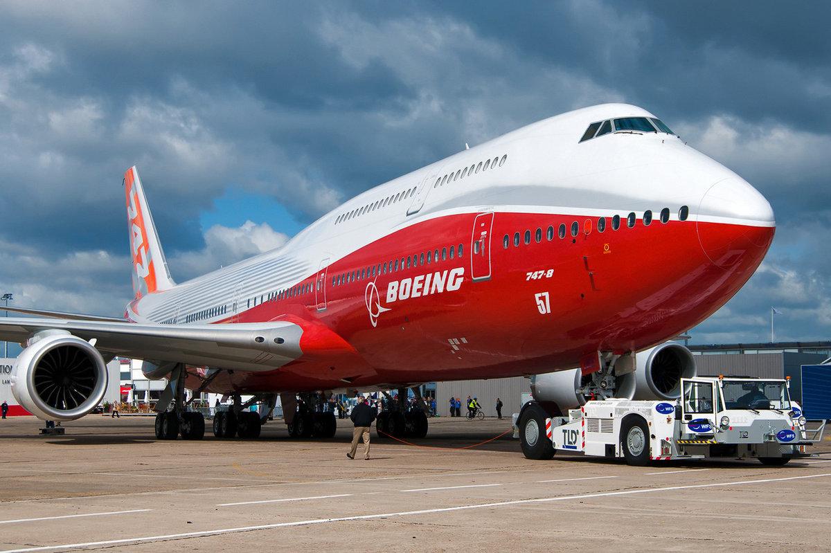 boeing 747 and airbus Hola amigos de taringa, hoy les voy a hablar sobre el airbus a380 y el boeing 747, que son algunos de los aviones mas grandes del mundocomo sabrán el a380 es más.