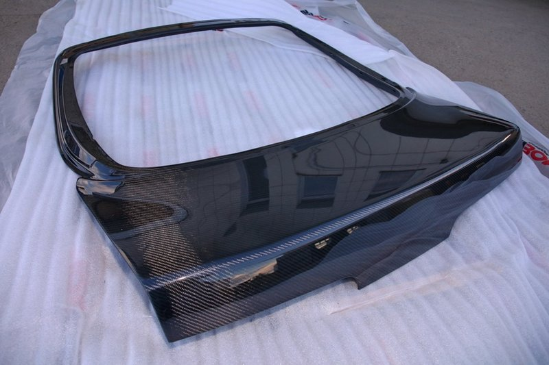 Карбоновая крышка багажника