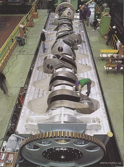 Самый мощный дизельный двигатель в мире (7 фото)