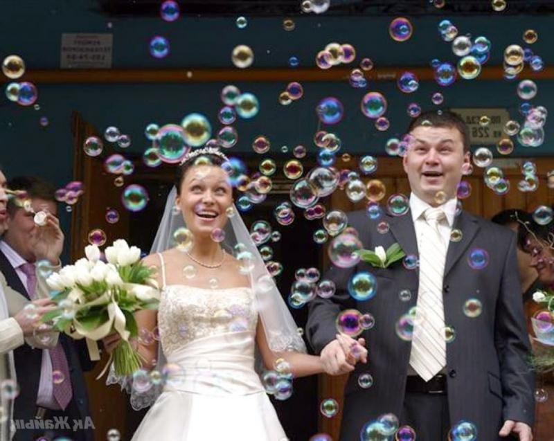 Сказочно красивые мыльные пузыри на свадьбе