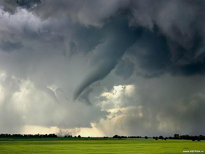 Торнадо, смерч в начальной стадии
