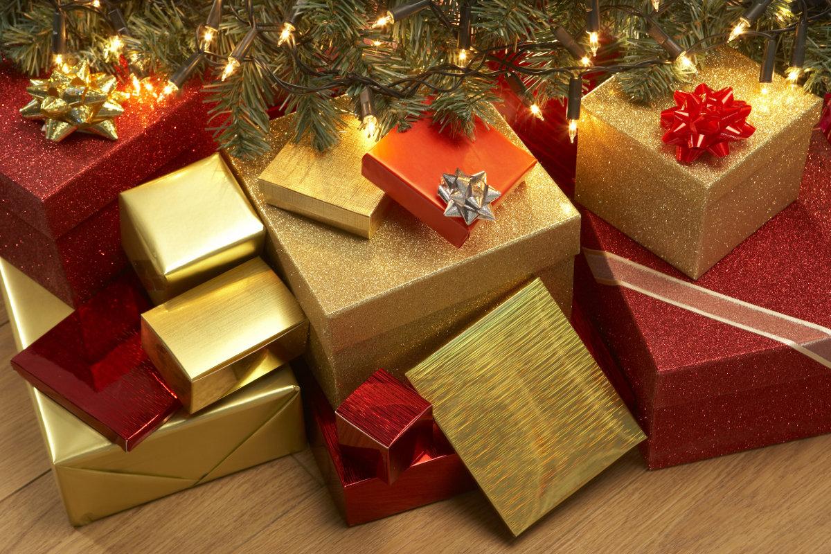 эти, многие подарки под елкой фото начинают