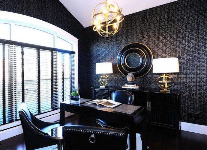 Окно на девяносто процентов закрываем мелко-секционным жалюзи в черном исполнении под цвет остальному декору.