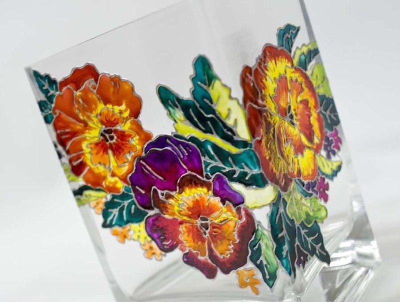 Роспись по стеклу – сделайте оригинальный подарок и маленькое произведение искусства своими руками!