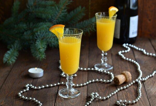 "Легкий рецепт коктейля ""Беллини"" на основе шампанского"