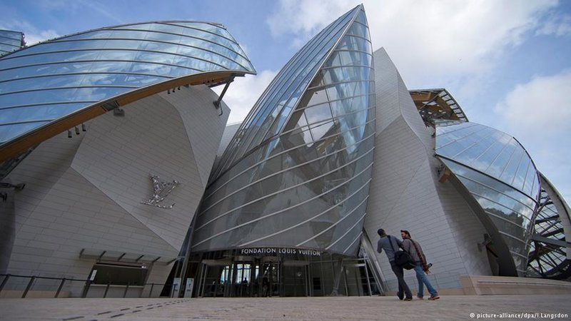 Новый шедевр знаменитого американо-канадского архитектора в Париже напоминает гигантское облако. С 27 октября музей современного искусства Фонда Луи Виттона открыт для посетителей.