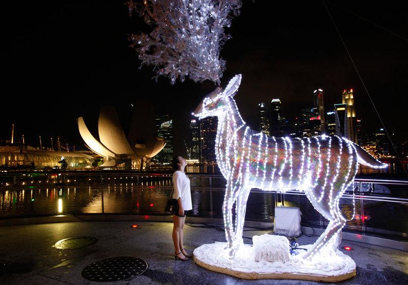 Светящийся олень в Сингапуре.