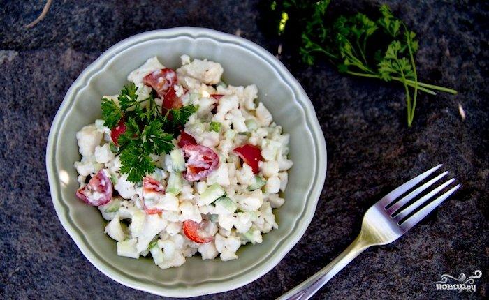 салат из цветной капусты огурцов и помидоров