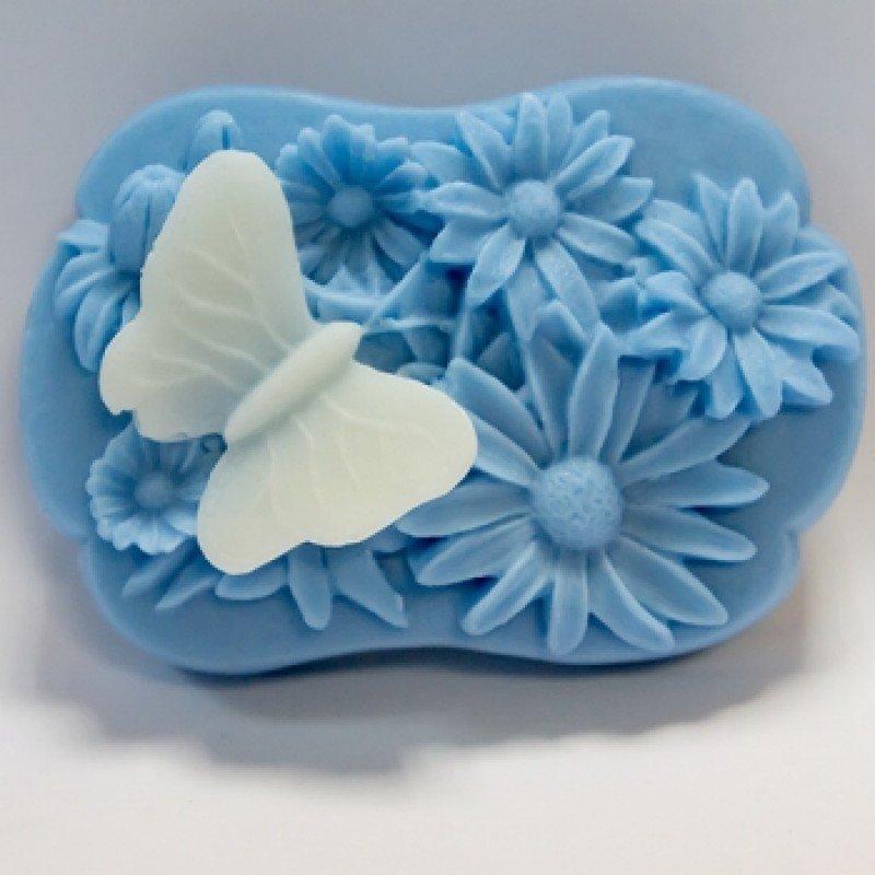 Бабочка на ромашках, супер-силиконовая форма для мыла 2D за 680 рублей.Бабочка на ромашках