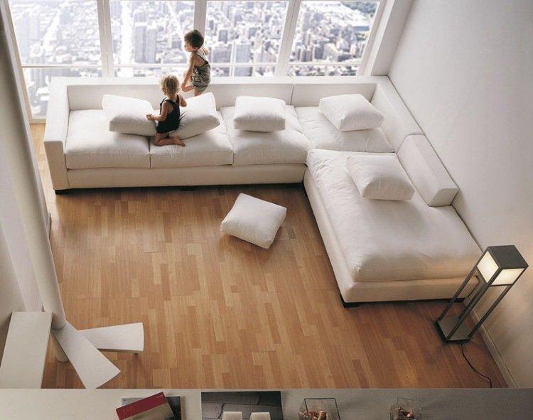 белый угловой диван с подушками фото
