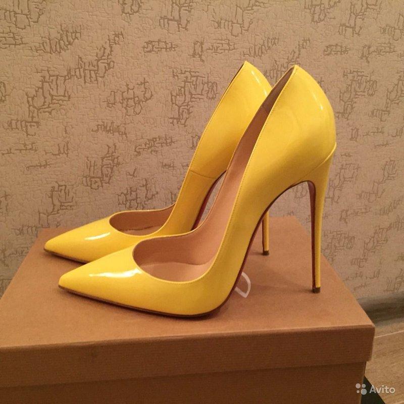 Жёлтые туфли-лодочки Christian Louboutin