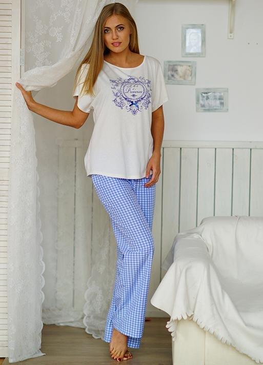 Е2085 женская пижама. Цвет: Как на картинке. Уютная женская пижама: свободная футболка с принтом и бантиком на фронта...