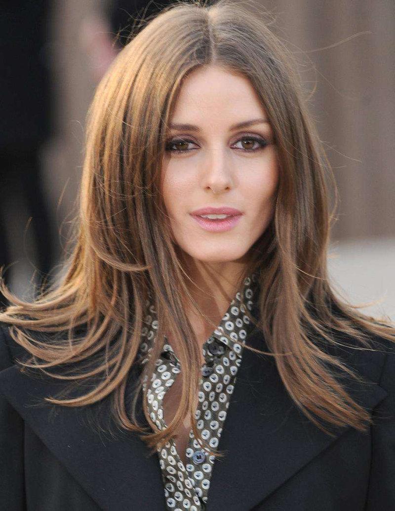 Каскад на средние волосы с челкой – фото