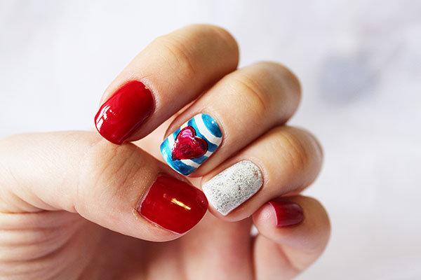 Красно-синий маникюр на коротких ногтях