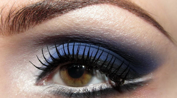 Макияж под синее платье для карих глаз