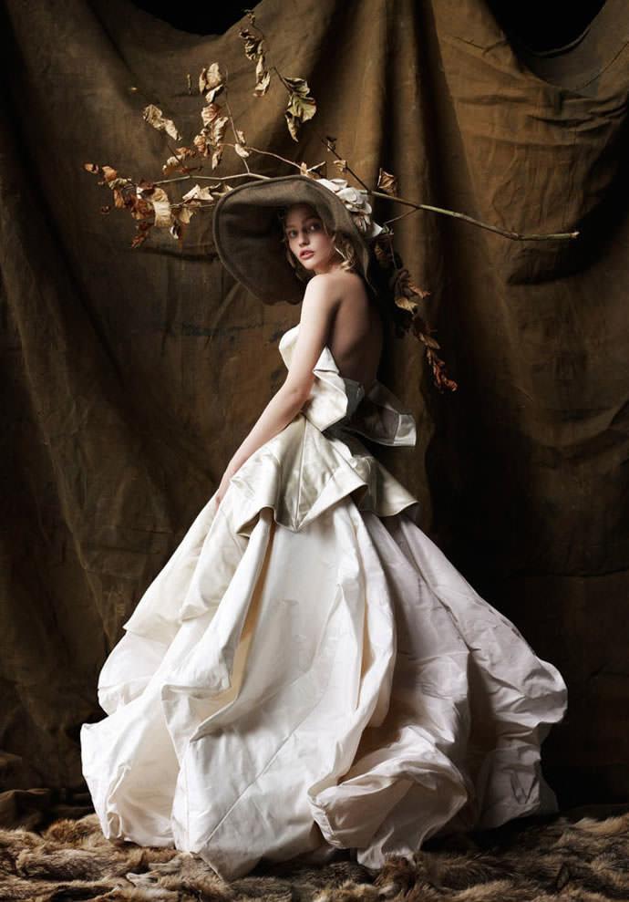 На фото модели демонстрируют авангардную моду