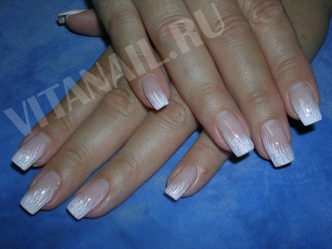 Ногти фото: роспись белым и бледно-розовым гелем в дизайне ногтей