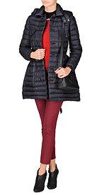 Пуховик, пуловер и брюки Red Valentino, ботильоны McQ, сумка Kenzo