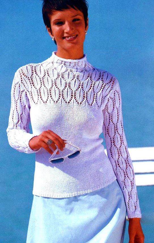 Пуловер с кокеткой и ажурными рукавами