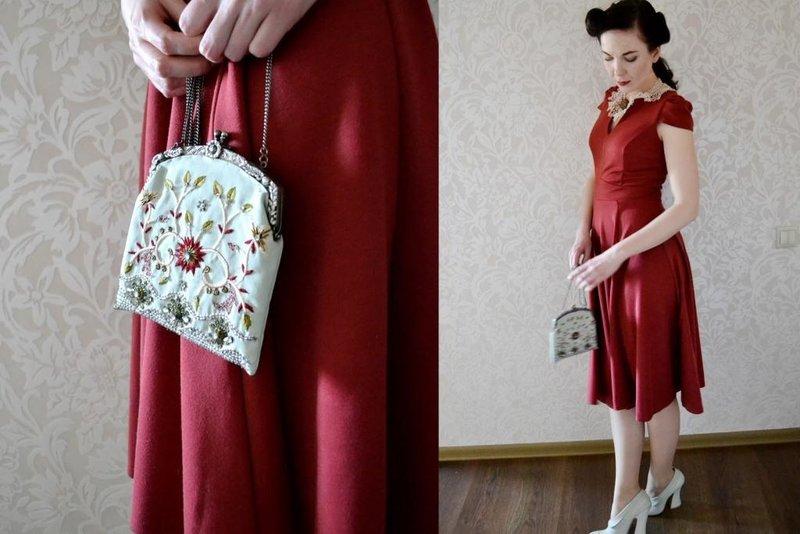 Ретро девушка с сумкой