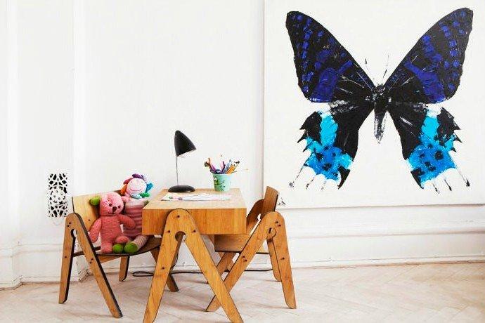 Украшение интерьера бабочкой на стене