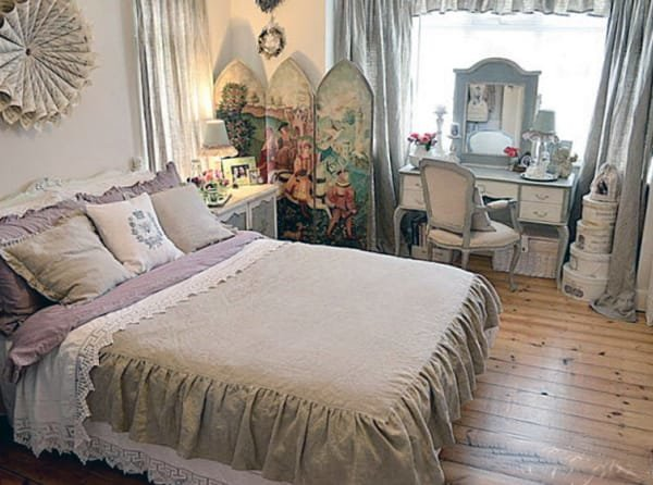 Спальня в стиле шебби шик это сочетание деревенского стиля, с элементами винтажа и стиля английского. Получается интересное слияние духа двух эпох