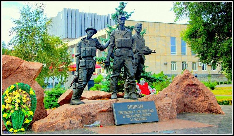 Памятник воинам погибшим в Афганистане и локальных войнах за рубежом, памятник в парке бульвара Шевченко фото