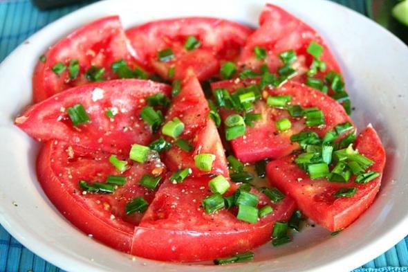 Салат из помидоров свежих