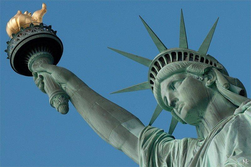 Статуя Свободы — одна из самых знаменитых скульптур в мире, часто называемая символом Нью-Йорка и США, символом свободы и демократии, Леди Свобода. История, описание, факты. Статуя Свободы внутри. Информация для туристов с фотографиями.