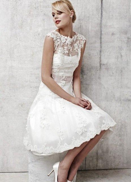 Свадебное платье с кружевными элементами