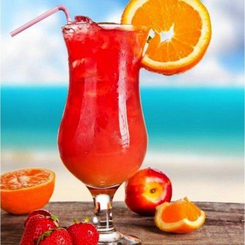 """""""Секс на пляже"""" появился в 1980-90-х годах под названиями """"Песок в твоих шортах"""" и """"Веселье на пляже"""". Считается, что своей популярностью коктейль обязан сериалу «Санта-Барбара», персонажи которого часто употребляли именно этот коктейль Рецепт: Водка - 40 мл. Персиковый ликер - 20 мл. Апельсиновый сок - 40 мл Клюквенный сок - 20 мл. Лед"""