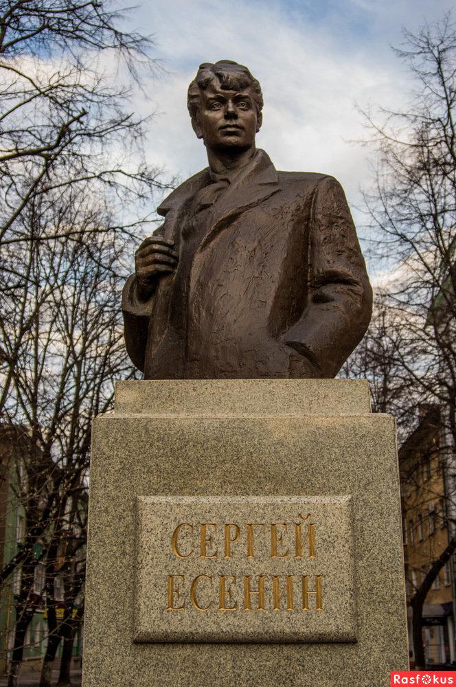 Картинка памятника есенина