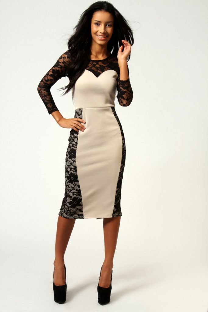Платье с кружевной вставкой по бокам