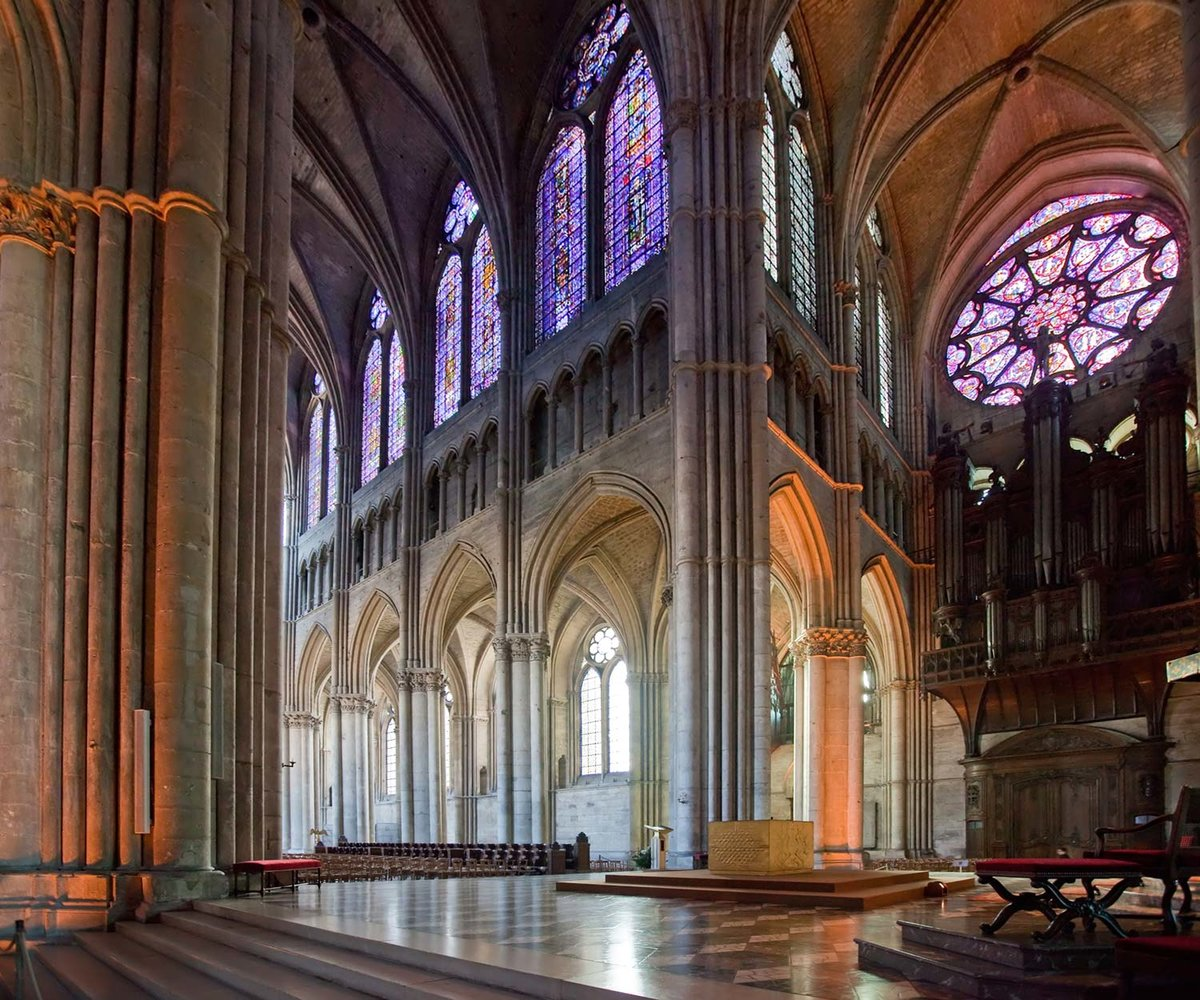 the forms and applications of the gothic style in architecture
