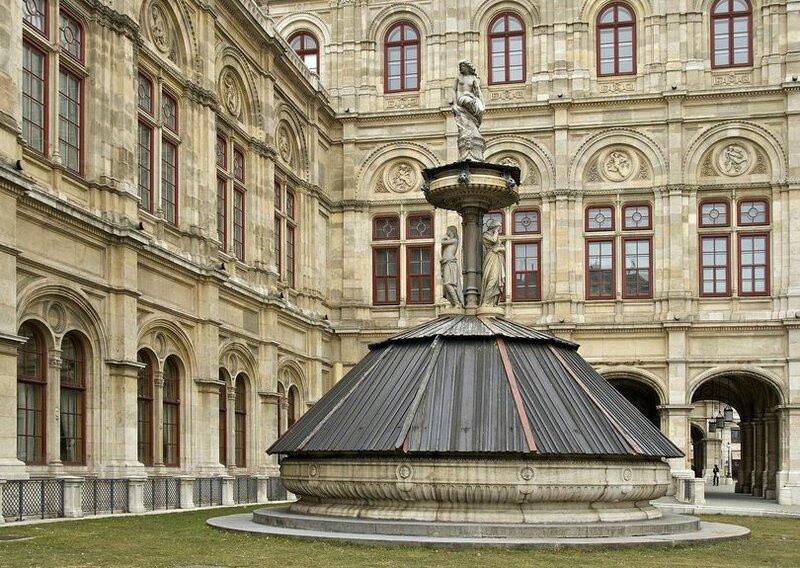 Венская государственная опера является одной из самых известных в мире и включена в список достопримечательностей Вены .
