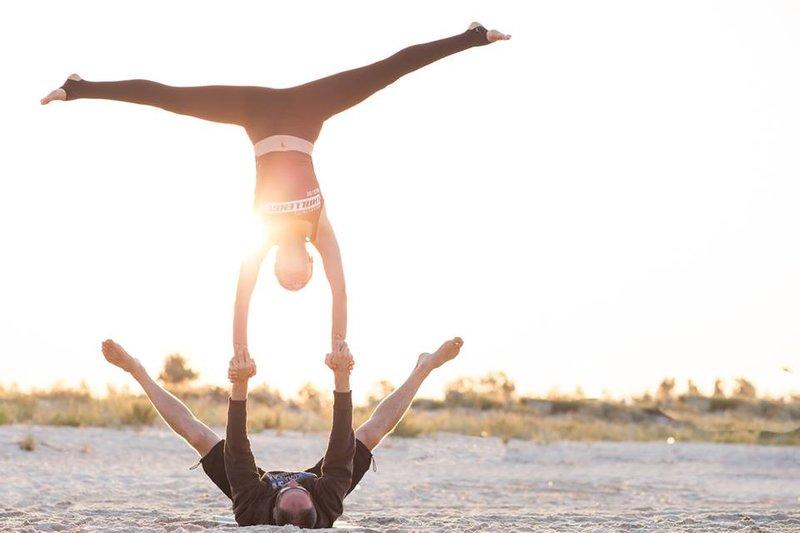 Акро-йога для начинающих с Галей Сара | Киев Йога Студия