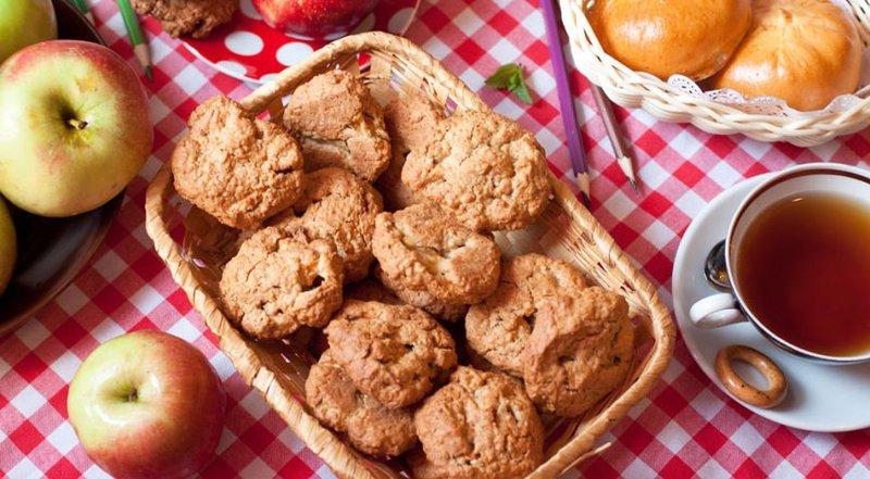 Домашнее овсяное печенье с яблоками и грецкими орехами