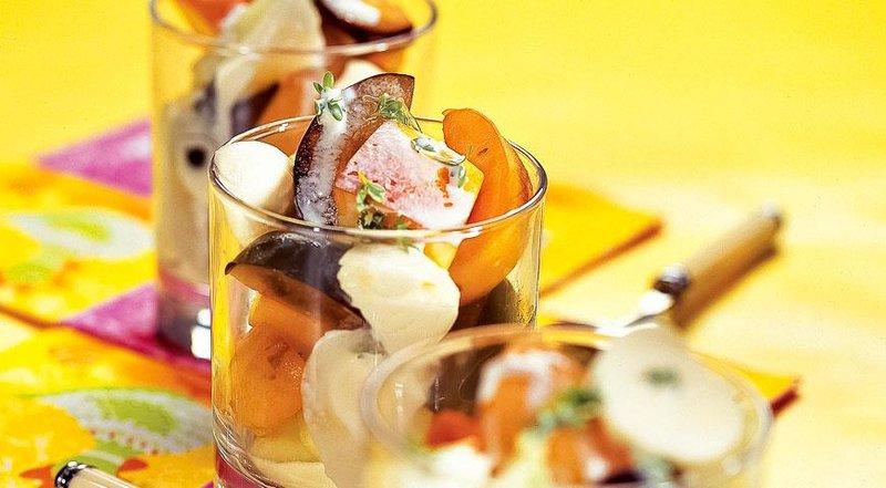 Фруктовый салат с моццареллой