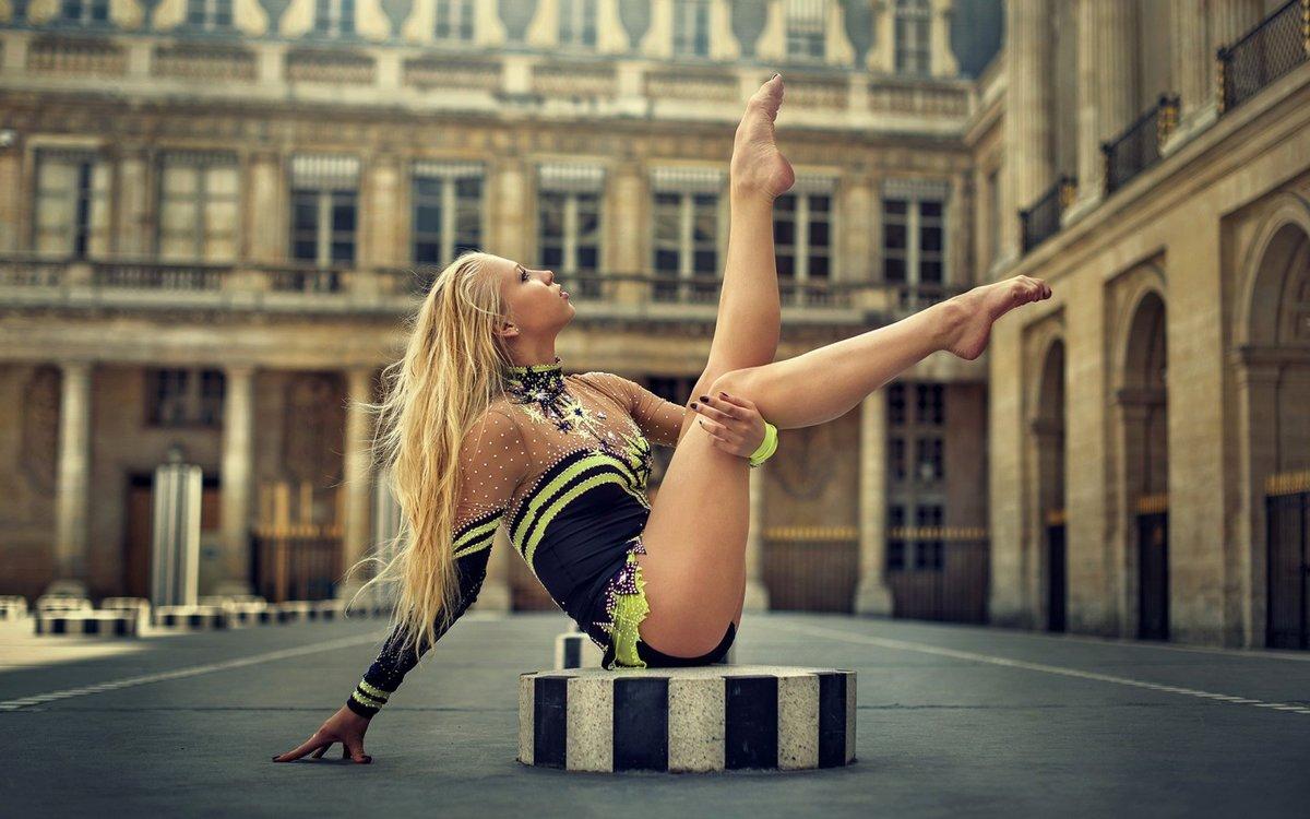 Телка красотка гимнастка