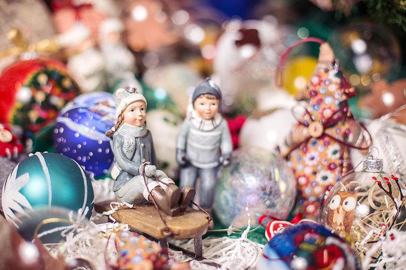 О ёлочных игрушках - корпоративные бизнес подарки коллегам, сотрудникам и клиентам от компании-производителя «Regalos» в Москве