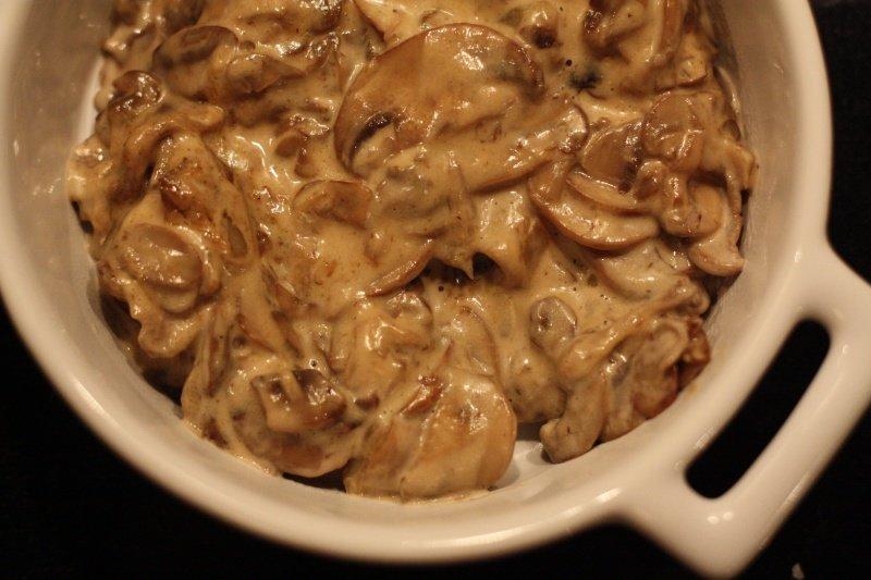 Печень в грибном соусе из шампиньонов